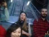 """بالفيديو… ركاب قطار في جورجيا يرددون خلف سعودي: """"رد البل ياولد"""""""