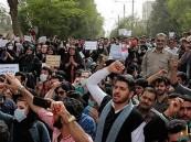 """الأحواز تنتفض بـ""""ثورة مسلحة"""".. و """"الاحتلال الإيراني"""" يعلن حالة الطوارئ"""