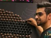 """بالصور… طبيب سعودي يرسم """"بورتريه"""" للملك سلمان بـ"""" أكواب"""" القهوة"""