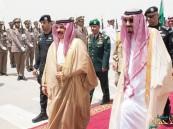 بالصور.. خادم الحرمين يقيم مأدبة غداء تكريماً لملك البحرين في قصر العوجا