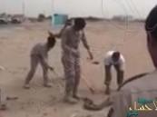 بالفيديو.. جنود سعوديون يقتلون ثعباناً ضخماً تجاوز 3 أمتار