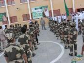 بالصور والفيديو.. مدير مدرسة بالطائف يحول مدرسته لثكنة عسكرية في حب الوطن