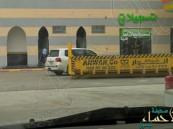 """بالفيديو… مواطن يوثّق محلّ """"تسجيلات أغاني"""" ملحق بـ""""مسجد"""""""