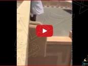 """بالفيديو.. عِقاب """"غير متوقع"""" لطالب أثناء هروبه من المدرسة"""