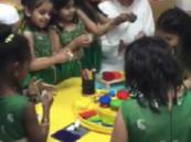 بالفيديو.. وزير التعليم ببساطته يُداعب أطفال الروضة