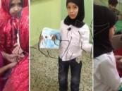 بالفيديو… معلم يُلبِِس طلابه ملابس فتيات أثناء شرح الدرس