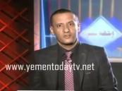 بالفيديو.. لحظة هروب مذيع قناة موالية لصالح من غارات التحالف