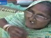 بالفيديو.. تسعينية هندية تتناول كلغ من الرمل يومياً منذ 80 عاماً