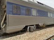 """بالصور… جنوح قطار ركاب """"الأحساء"""" والمؤسسة توقف العمل على القطارات القديمة"""