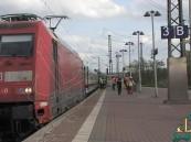 شاب يلقى حتفه لإنقاذ سيدة من الانتحار على قضبان القطار بألمانيا