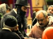 بالفيديو.. كيف تعامل المصريون مع يهودي تجـوّل في شوارع القاهرة