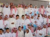 """متوسطة """"الملك عبدالعزيز"""" تقيم حفل تخرج طلابها بالتزامن مع """"المبايعة الملكية"""""""