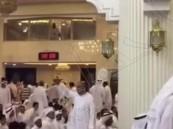 """مقطع فيديو جديد يظهر رد فعل المصلين بمسجد """"العنود"""" لحظة الانفجار"""