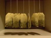 بالصور.. استخدامات صحية مذهلة لأكياس الشاي المستعملة
