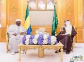 بالصور.. #الملك_سلمان يستقبل الرئيس الجابوني ويعقدان جلسة مباحثات رسمية