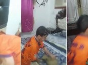 بالفيديو.. طفل نصراوي يرفع السلاح في وجه والده بعد أن عايره بالهزيمة