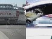 """بالفيديو.. عبارة على سيارة """"مصري"""" تثير غضب سائق خليجي في الطريق العام"""