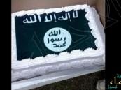 """بالفيديو.. متجر حلوى """"أمريكي"""" يبيع كعكة تنظيم """"داعش"""" الإرهابي"""
