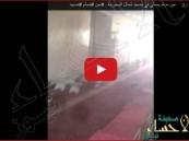 """بالفيديو… شباب يوثقون أصوات """"جنّ مسلم"""" يُصلي بأحد المساجد المهجورة"""