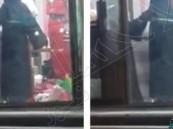 بالفيديو .. خياط آسيوي يتحرش بفتاة داخل مشغل نسائي بمكة