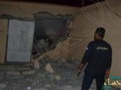 قذيفة حوثية تسقط على منزل بالطوال وتصيب مواطناً وزوجته