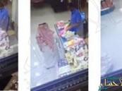 شاهد.. مواطن يخدع بائع ويسرق 420 ريال في أول أيام رمضان