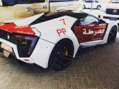 """بالصور.. شرطة أبو ظبي تضيف """"سيارة خارقة"""" بقمية 12 مليون ريال لأسطولها"""