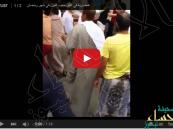 """بالفيديو.. مضاربة بسبب """"الفول"""" في أسواق جدة"""