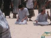 """""""القاعدة"""" تعدم سعودِيَّيْن علنًا في مدينة """"المكلا"""" اليمنية"""