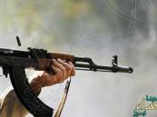 رجل أمن يفتح النار على زملائه فيقتل واحداً ويصيب 4 آخرين