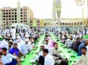 بالصور.. الحرم النبوي يحتضن ثاني أكبر مائدة في العالم
