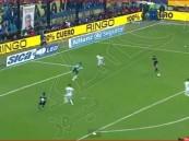 """بالفيديو .. أرجنتيني يذهل """"مارادونا"""" بهدف خيالي"""
