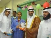 بالصور … الشراكة السباعية تعايد المرضى المنومين بمستشفى مدينة العيون العام