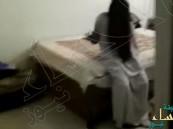 بالفيديو.. لقطات مرعبة لشاب يرصد شبح فتاة داخل غرفته القديمة !