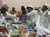 """أهالي حي """"النسيم"""" يشاركون الجاليات وجبة الإفطار"""