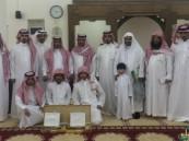 جامع المخيزيم بهجرة يبرين يكرم حفظة القرآن