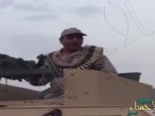 بالفيديو.. رقيب بالحد الجنوبي يعايد خادم الحرمين بقصيدة حماسية من فوق دبابته