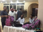 خيرية العيون توزع أكثر من 400 حقيبة مدرسية على مستفيديها