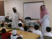 """""""الحارث بن هشام"""" تسقبل طلاب الصف الأول بالود والترحاب"""