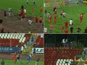 """بالفيديو .. جماهير بلغارية تقتحم الملعب لمهاجمة فريق """"إسرائيلي"""""""