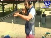 بالفيديو.. قناص الهلال ياسر القحطاني يتحدى عموري العين بميدان الرماية