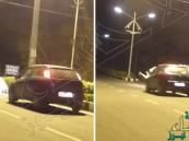 """بالفيديو.. مقلب لـ""""شبحين"""" يؤدي إلى دهس أحدهما بسيارة"""