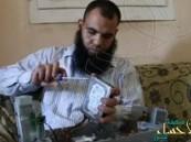 """بالفيديو.. كيف يصلح """"كفيف"""" أجهزة الكمبيوتر في مصر ؟!"""