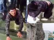 بالفيديو… شاب يتحدى خوفه ويمشي على جسر ارتفاعه 1430 مترا !