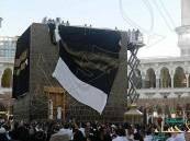 الكعبة المشرفة تتزين اليوم بكسوتها الأولى في عهد سلمان الحزم