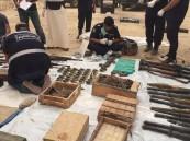 """بالصور.. العثور على أسلحة وقذائف """"أر بي جي"""" داخل حاوية مخلفات بالكويت !"""