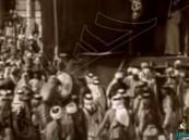 شاهد.. فيديو نادر للملك عبدالعزيز وهو يقبّل الحجر الأسود