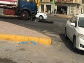 """بالصور.. في شعبة #الأحساء """"صهريج"""" يضع حدًا لحياة مواطن دهسًا"""