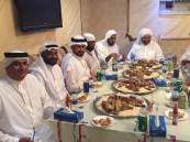 """وجبة عشاء تجمع """"عطافي"""" الأحساء بأبناء عمومتهم بالبصرة في مكة المكرمة"""