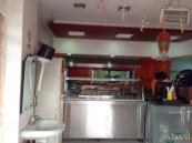 بالفيديو … شاهد كيف ينظف عامل مطعم بالأحساء الإناء والأمانة توضح